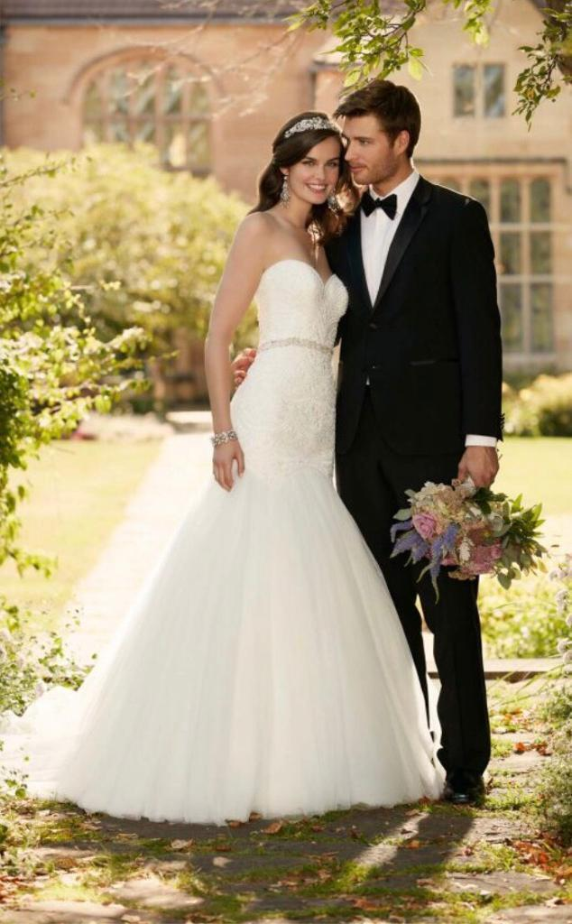 Brand new Essense of Australia wedding dress size 8
