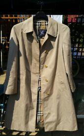 Long Burberry coat. - Large