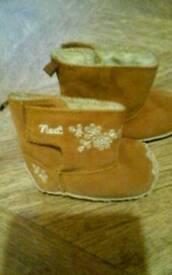 Next toddler boots size 2 (6-12mths)