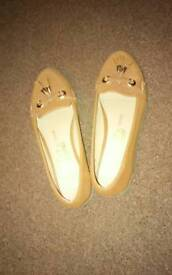 Lady shoes size 6