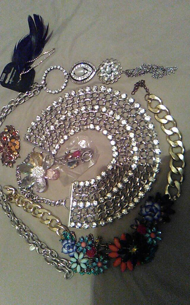 Necklaces is and earnings bundle