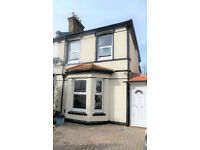 SPACIOUS 3 Double Bed House With Parking & Garden in West Croydon, CR0