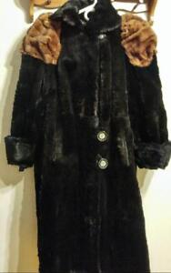 NEEDS SEWING REPAIRS Womens 1940S Sheared Beaver Swing Jacket M Medium Black and brown Real Fur Supersoft Lucite Buttons