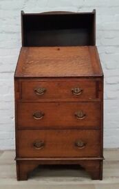 Oak Writing Bureau (DELIVERY AVAILABLE FOR THIS ITEM OF FURNITURE)