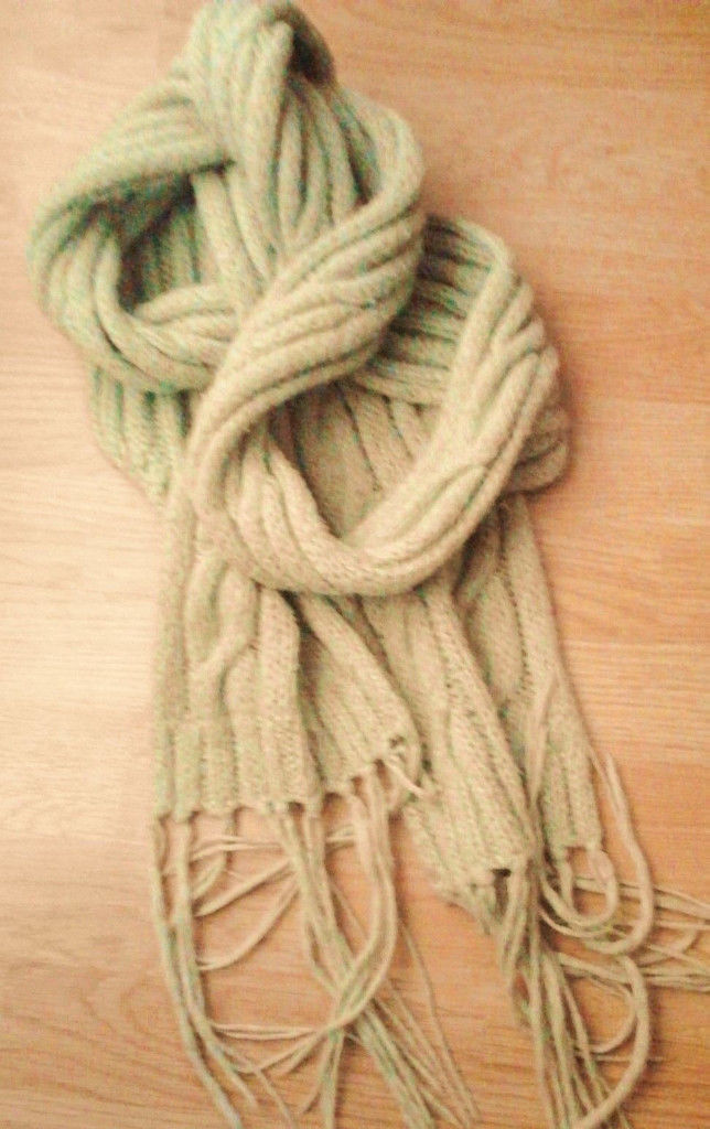 Ladies 280cm Length Green Cable Knit Fringed Wool Look Winter Scarf.