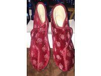 BNWB Ladies Burgundy Slipper Boots - Size 6