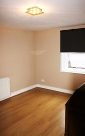 Double room available in a professional houseshare in central Reading - £495 all bills included