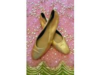 ITALIAN Gold Leather Pumps Wooden Heel Padded Handmade Leather Lined Sole Size:41 Designer CHRISTMAS