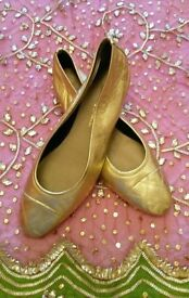 ITALIAN Gold Leather Pumps/ Wooden Heel: 100% Leather/ Lining & Sole. Size 41. Excellent Condition