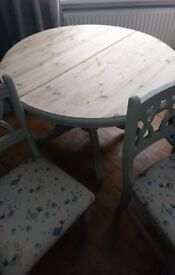 Gorgeous solid extendable dining table and for chairs