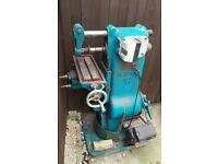 Horizontal milling machine with cutters
