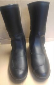 MOTORCYCLE BOOTS. FORMA DRYTEX. SIZE 10 / 44. NEW.