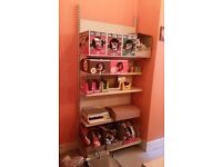 Adjustable and changeable shop shelving