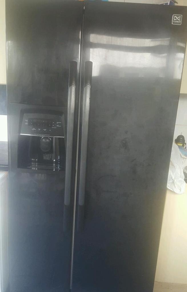 Black DAEWOO FRS-U20DCB American style fridge freezer | in Plaistow