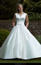 Romantica Wedding Dress Size 8/10 - Professionally Dry Cleaned - Perfect and Beautiful