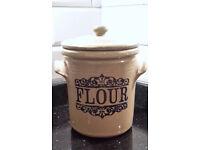 Stoneware flour crockpot in excellent condition