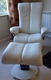 FANTASTIC BARGAIN - Not your run-of-the-mill Stressless three-piece suite