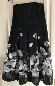 Black and white flowed strapless dress