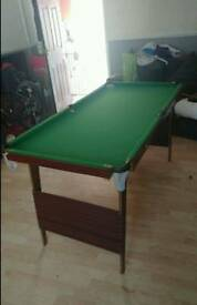 Foldable pool/snooker table