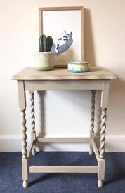 Console table / side table