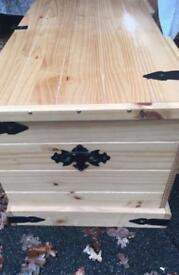 Bedding box/coffee table /storage
