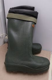 Insulated wellington boots