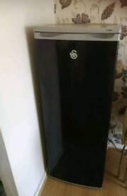 Black tallSwan fridge