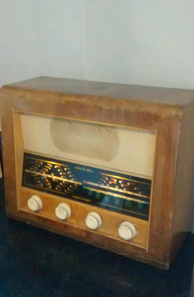 Radio 1950 Large Vintage 1950s Bush Radio