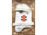 Cricket kit - Gray Nicolls youths thigh pad - right or left sided.