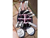 GOLFSTREAM GOLF BAG WITH SET OF 9 CAVITY SOLE GOLF CLUBS IRONS A PUTTER & 2 DRIVERS.