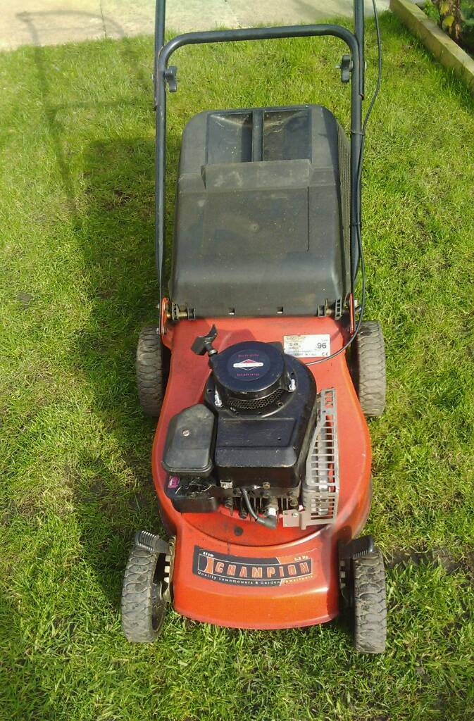 Champion petrol lawn mower Briggs and Stratton engine