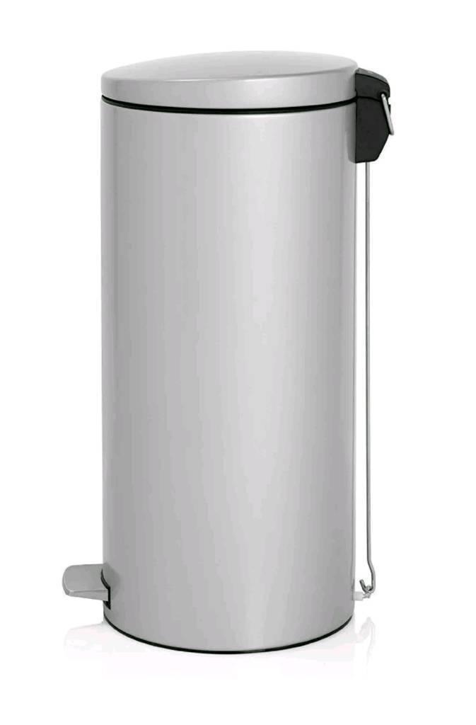 Brabantia 30L pedal dustbin