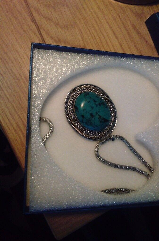 Ladies turquoise costume jewellery necklace