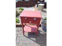 Rouge shabby telephone table
