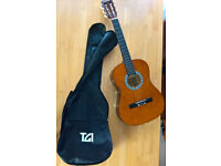 3/4 Acoustic guitar + carry case backpack