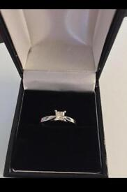 Princess cut white gold 18 Ct ring