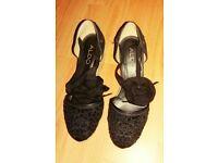 Beautiful Aldo Black shoes Summer style