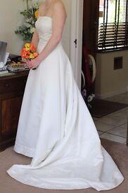 Strapless Bandeau A-Line Ivory Wedding Dress with Train Size 10/12