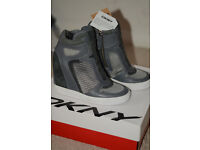 BRAND NEW WITH TAGS GREY DKNY HIDDEN WEDGE SNEAKERS, SIZE 4,5 UK