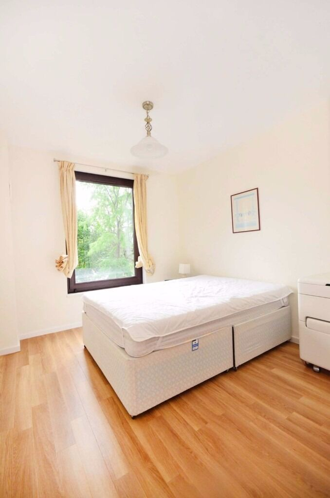 SPACIOUS ACCOMODATION IN EAST LONDON - VIEWINGS IMMEDIATELY