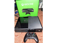 Xbox one console 1 wireless controller and original box (SOLD PENDING COLLECTION)