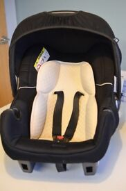 Mothercare car seat Newborn to 9 months ,lovely condition