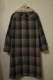 Ladies vintage wool and fur collar coat. Size 10-12.