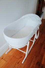 Shnuggle Moses Basket - with rocking stand