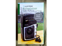 Llloytron Entertainer AM/FM portable radio new in box Great for listening to music news or sports