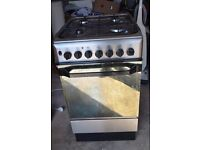 Free standing oven/cooker