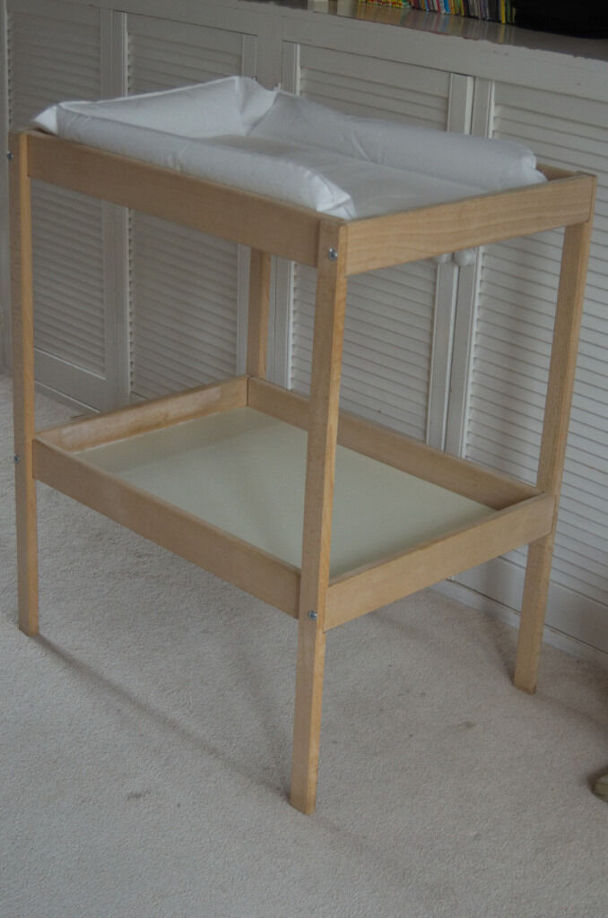 Ikea Sniglar Changing TableMatin Cambridge, CambridgeshireGumtree - Perfect condition IKEA Sniglar Changing Table. Barely used. Comes with changing mat, never used (as we had an older JL ones that fitted well into). Pet free, smoke free home. Comes flat for easy transport. Collection only from very central Cambridge