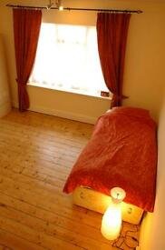 Lovely bright room in family home near tram and bus stops