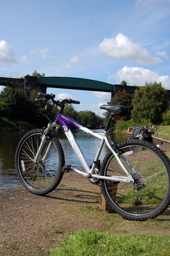 Raleigh Wildwood Mountain Bike with Front Suspension  Aluminium