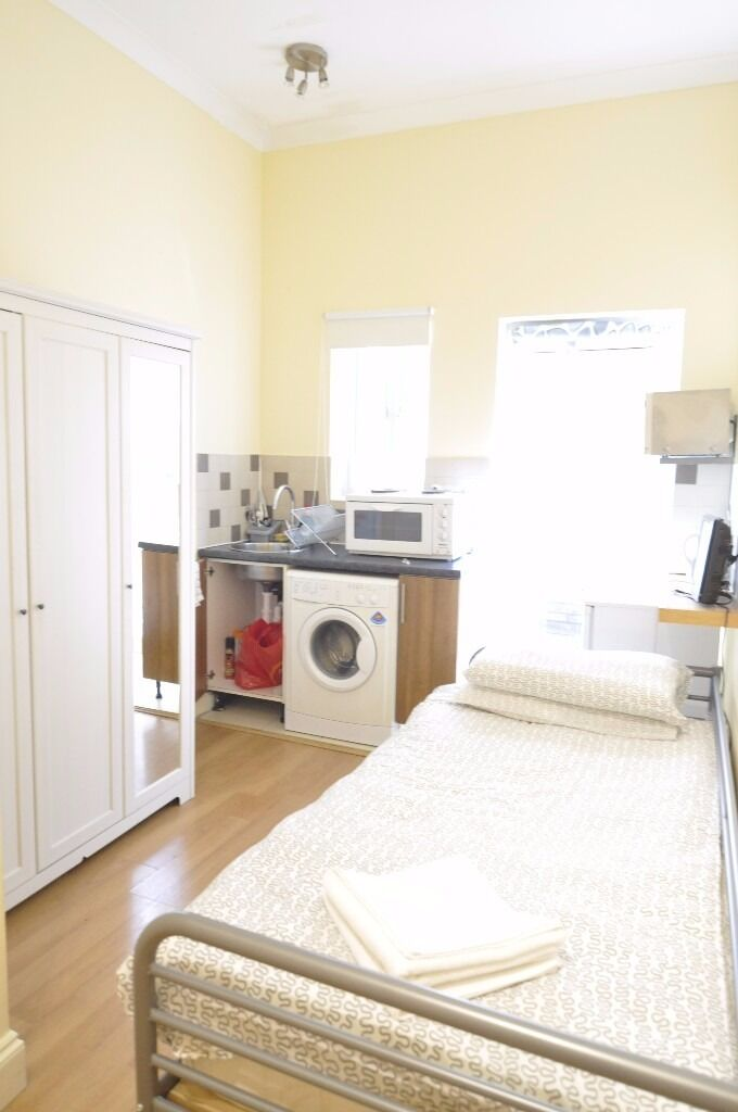 Self-contained double studio with patio in Fulham £225 ALL BILLS INCLUDED